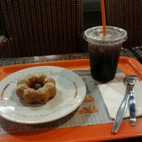 Photo taken at Dunkin' Donuts by Liana I. on 6/1/2012
