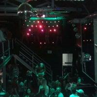 Foto tirada no(a) Queen Disco Bar por Keite M. em 9/6/2012