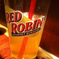 Photo taken at Red Robin Gourmet Burgers by lacho l. on 3/5/2012