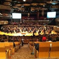 รูปภาพถ่ายที่ Boettcher Concert Hall โดย ian เมื่อ 4/8/2012