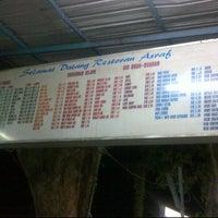 Photo taken at Restoran Asyraf by Along C. on 4/20/2012