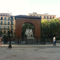 Photo taken at Plaza del Dos de Mayo by Javo on 5/22/2012