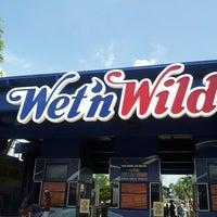 Photo taken at Wet 'N Wild by Ryan R. on 7/4/2012