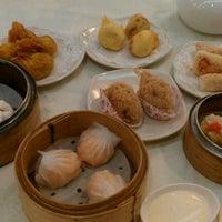 Photo taken at Swatow Seafood Restaurant 汕头海鲜 by Rachel T. on 3/3/2012