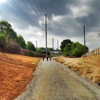 4/15/2012 tarihinde Angel P.ziyaretçi tarafından Atlanta BeltLine Corridor under Virginia Ave'de çekilen fotoğraf