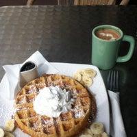 รูปภาพถ่ายที่ Swell Coffee Co. โดย Minn L. เมื่อ 2/20/2012