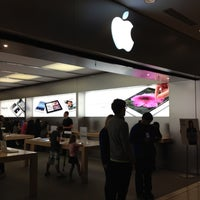 Photo taken at Apple Store by Henry Setiawan on 7/4/2012