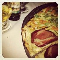 Foto tirada no(a) Pizzaria Donna Margherita por Bebel T. em 8/3/2012