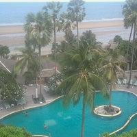Photo taken at Pattawia Resort and Spa by Worawuth T. on 4/12/2012