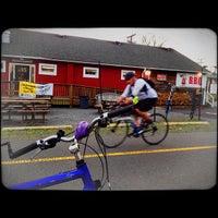 3/19/2012 tarihinde Owen P.ziyaretçi tarafından Carolina Brothers Pit Barbeque'de çekilen fotoğraf