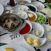Photo taken at Meşhur Tavacı Recep Usta by Selahattin Y. on 3/11/2012