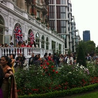 Photo taken at Mandarin Oriental Hyde Park by Tribeca Gypsy (. on 8/24/2012