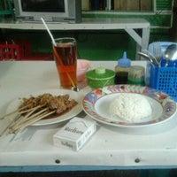 Photo taken at Rumah Makan Sate Joglo by Ahmad Faisol Hamsa F. on 2/13/2012
