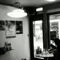 Das Foto wurde bei Toasteria Cafe von jet t. am 7/27/2012 aufgenommen
