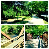 Das Foto wurde bei Chastain Park Walking Path von Colleen H. am 4/29/2012 aufgenommen