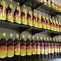 Photo taken at ร้านน้ำผึ้งเชียงใหม่ ,ข้าวหมูแดงอบน้ำผึ้ง by เพชรไพลิน ส. on 2/29/2012