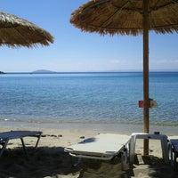 Photo taken at ISLA Beach Bar by Vladimir S. on 9/4/2012