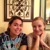 3/22/2012 tarihinde Nick S.ziyaretçi tarafından Samos Restaurant'de çekilen fotoğraf