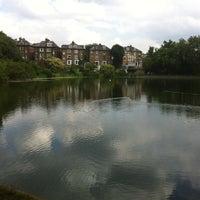 7/28/2011 tarihinde Katherine H.ziyaretçi tarafından Hampstead Heath Ponds'de çekilen fotoğraf