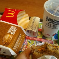 Photo taken at McDonald's by Paulinha P. on 10/25/2011