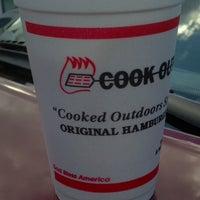 Foto tirada no(a) Cook Out por Laura B. em 9/3/2012