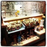 7/15/2012 tarihinde Gaye E.ziyaretçi tarafından Caribou Coffee'de çekilen fotoğraf