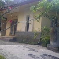 Photo taken at Orchid Hill Paradiso, jl. Nakula, western yehembang, mendoyo, jembrana. by Priananta P. on 10/3/2011