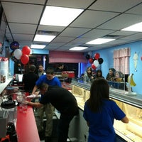 Photo taken at Hershey's Ice Cream of Bellmore by Celine Z. on 1/29/2012