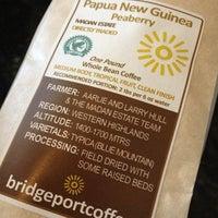 Foto tirada no(a) Bridgeport Coffee Company por Brad C. em 3/18/2012