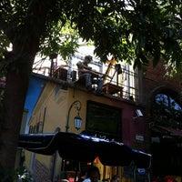 Foto tomada en Utopía Bar por Jessica R. el 1/22/2012