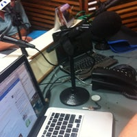 Photo taken at Clube FM 100,5 by Rafael S. on 2/13/2012