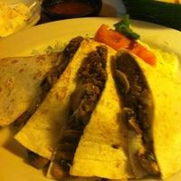 Foto tomada en La Parrilla Mexican Restaurant por Rick M. el 7/2/2012