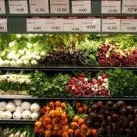 Foto tirada no(a) Whole Foods Market por Valentyn C. em 9/8/2012
