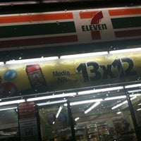 Photo taken at 7- Eleven by Law 🇲🇽 on 10/14/2011
