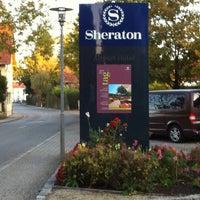 Das Foto wurde bei Sheraton Munich Airport Hotel von The Nutto am 10/16/2011 aufgenommen