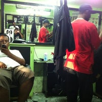Photo taken at Fluckmans Barbershop by Edmund R. on 10/12/2011