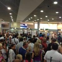 Foto scattata a Passport Control da Ivan il 6/15/2012