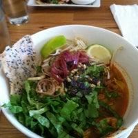 Foto scattata a Xoia Vietnamese Eats da Tom C. il 3/17/2012