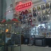 Снимок сделан в Subotron Shop пользователем Hux H. 5/31/2012