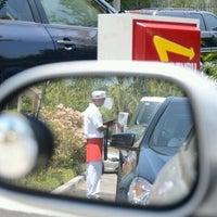 Снимок сделан в In-N-Out Burger пользователем Ijaz A. 10/9/2011