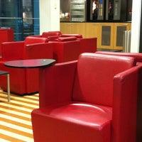 Das Foto wurde bei DB Lounge von Kent R. am 10/3/2011 aufgenommen