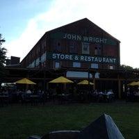 รูปภาพถ่ายที่ John Wright Store & Restaurant โดย Brian F. เมื่อ 6/13/2012