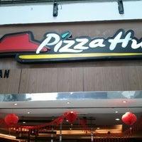 Photo taken at Pizza Hut by Amirron R. on 1/24/2012