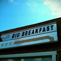 Photo taken at Matt's Big Breakfast by whit3hors3 ツ on 9/10/2011