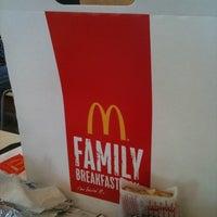 Снимок сделан в McDonald's пользователем Ainie C. 12/31/2010