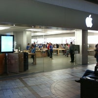 Photo taken at Apple Rideau by W. Thomas L. on 6/24/2011