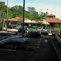 Photo taken at Kafe Sains UM by shaiful h. on 9/29/2011