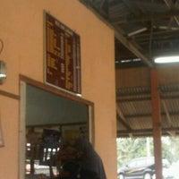 Photo taken at Mok Nasi Dagang by Ridzuan A. on 9/11/2011