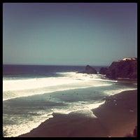 Foto tirada no(a) Praia de Odeceixe por Tiago R. em 8/21/2012