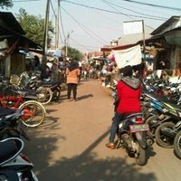 Photo taken at Pasar Tradisional Dukuh Zamrud Blok Q by Roy A. on 8/10/2012